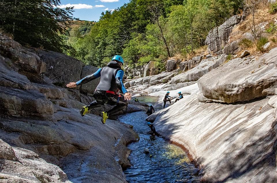 saut dans le canyon des sources du tarn
